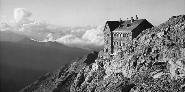 Bauboom kurz vor dem Ersten Weltkrieg. Die Payerhütte auf dem Tabarettakamm, um 1910. Archiv des DAV, München
