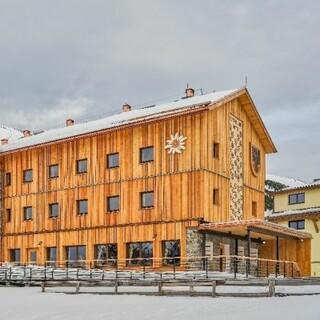 Neue Dortmunder Hütte Monika Tabernig