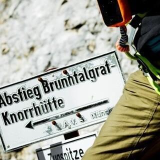 Notabstieg - Den Notabstieg nur bei diesem Schild beginnen und nicht schon vorher – Verhauergefahr!