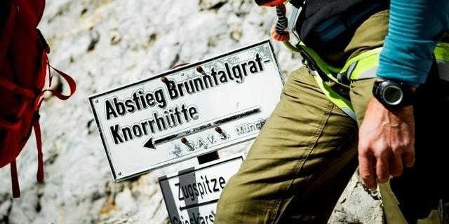 Notabstieg - Den Notabstieg nur bei diesem Schild beginnen und nicht schon vorher - Verhauergefahr!