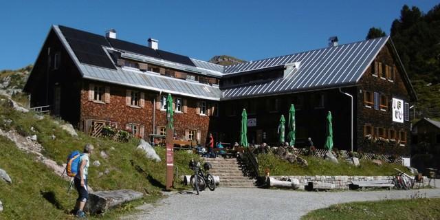 Freiburger Hütte im Lechquellengebirge, Foto: Archiv DAV