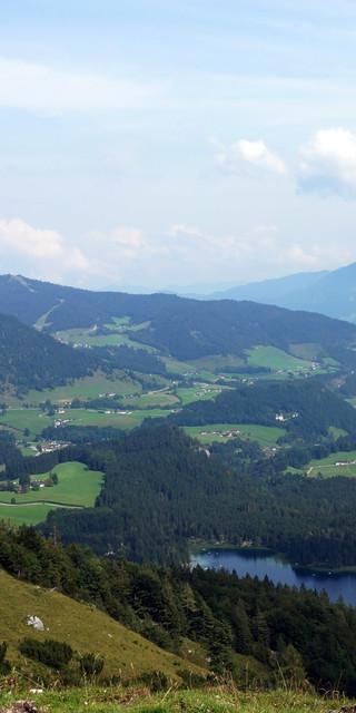 Ausblick von der Halsalm auf den Hintersee und das Bergsteigerdorf Ramsau (Foto: T. Hipp)