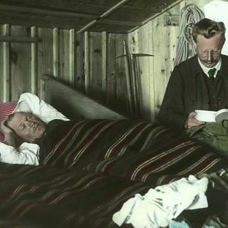 In der Amberger Hütte, um 1910. Archiv des DAV, München