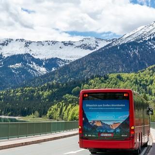 Der Bergsteigerbus auf dem Weg in die Eng. (Foto: DAV/Tobias Hipp)