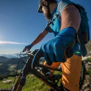 Auch für Mountainbiker gibt es sinnvolle Apps. Foto: DAV/Christian Pfanzelt