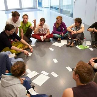 gemeinsame Arbeit in Kleingruppen, Foto: JDAV/Ben Spengler