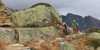 Glaciara: Die Querung unter dem Tälligrat hat einige fahrtechnische Schwierigkeiten, die man bei nicht so sicherem Fahrkönnen besser schiebt. Foto: Traian Grigorian