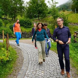Die kleine JDAV-Delegation zusammen mit Janine Wissler auf dem Gelände der Jubi in Bad Hindelang, Foto: DAV/Jakob Neumann
