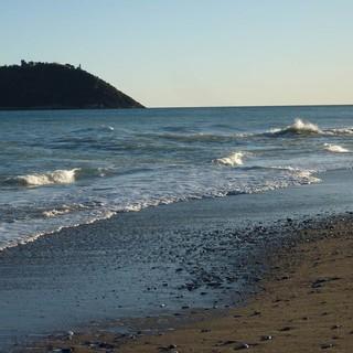 Es muss nicht immer Fels sein: Am Strand von Albenga, Foto: Christine Kopp