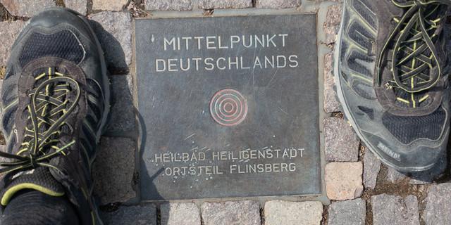 Der Mittelpunkt Deutschlands in Thüringen ist eine runde Sache. Foto: Christof Herrmann