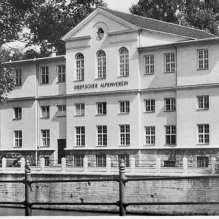 Haus des Alpinismus. Postkarte 1955. Foto: Archiv des DAV, München