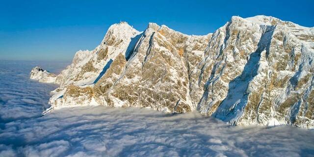 Ein Glück, wer oben sein darf: Zugspitzmassiv in der Wintersonne, Foto: Jörg Bodenbender