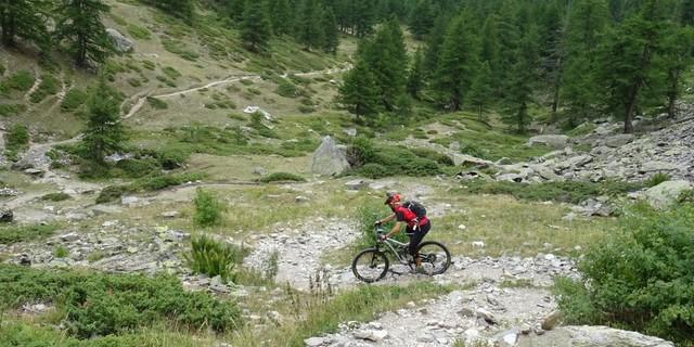 Tag 7: Abenteuerliche Abfahrt vom Col de la Vallée Étroite. Hier ist Konzentration gefragt.