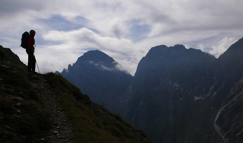 Aussicht nahe der Nossberger Hütte - Die ersten Meter nach der Nossberger Hütte sind noch gemütlich; das ändert sich bald.