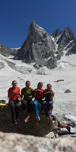 Die vier Expeditionsteilnehmerinnen in ihrem ABC im indischen Himachal Pradesh. Foto: @davexpedkaderfrauen