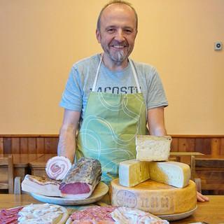 Stefano Brignoli bietet im Rifugio Laghi Gemelli traditionelle Küche auf sehr hohem Niveau. Foto: Joachim Chwaszcza