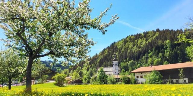 Bergsteigerdorf Sachrang in den Chiemgauer Alpen (Foto: Herbert Reiter)