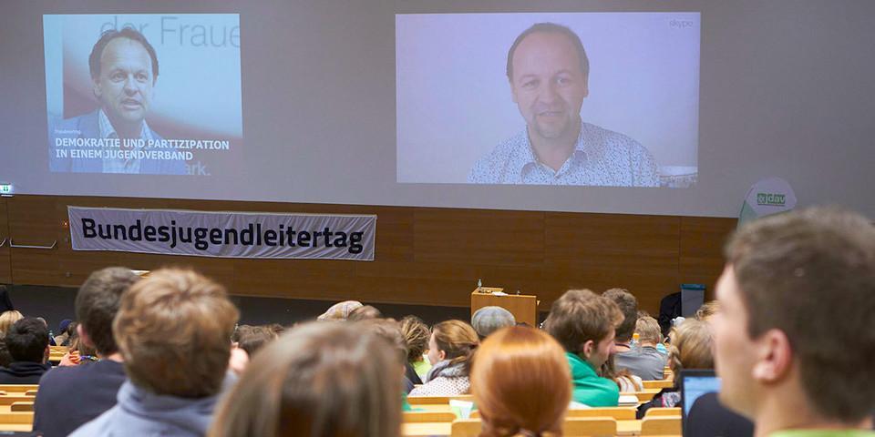 Impulsvortrag per Skype von Markus Pausch, Foto: JDAV/Ben Spengler