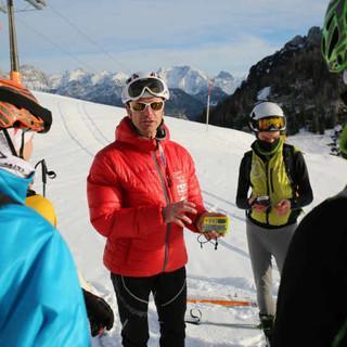Bergführer Jörg Pflugmacher beim LVS-Training