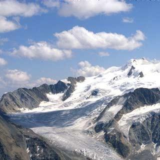 Taschachferner und Wildspitze - Der Rückblick über den Taschachferner zeigt Wildspitze, Brochkogel und Petersenspitze.