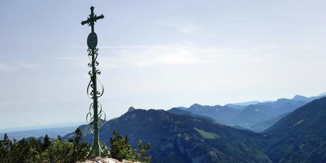 Gipfelkreuz des Klausenbergs  Foto: Ernst Haselbacher/alpenvereinaktiv.com