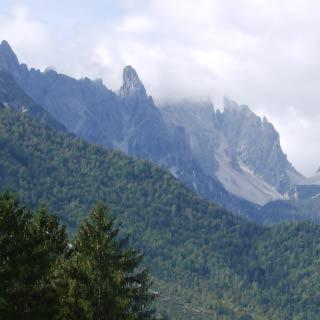 Forni di Sopra - <p>Forni di Sopra am Oberlauf des Tagliamento liegt inmitten einer fantastischen Bergwelt und bietet erholsame Bergdorf-Qualitäten mit italienischem Flair.</p>
