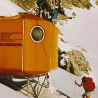 Biwakschachtel an der Laliderererspitze im Karwendel, um 1980. Archiv des DAV, München