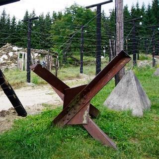 Bei Buchwald/Bučina erinnern die einstigen Grenzanlagen an den Eisernen Vorhang, der hier über Jahrzehnte die Menschen trennte. Foto: Joachim Chwaszcza