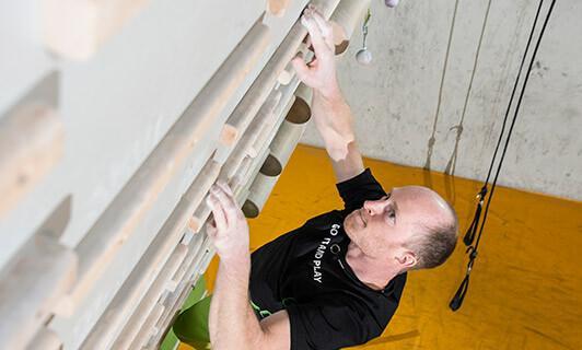 Ob beim Wandern oder Klettern: bei Überlastung kann es schnell zu Verletzungen kommen. Foto: DAV
