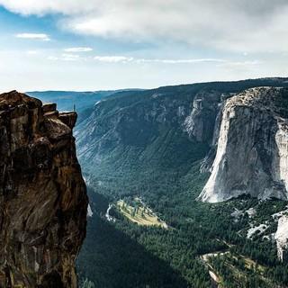 April: Hoch über dem Yosemite Valley, Blick auf die Felsfluchten des berühmten El..., Foto: Thomas Senf