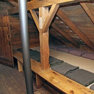 Mit der alten Höllentalangerhütte im Museumsgarten können Besucherinnen und Besucher mitten in der Stadt eine ursprüngliche Alpenvereinshütte besuchen. Foto: Christine Frühholz