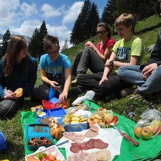 Berg-Picknick mit der Gruppe, Foto: JDAV/Lena Behrendes