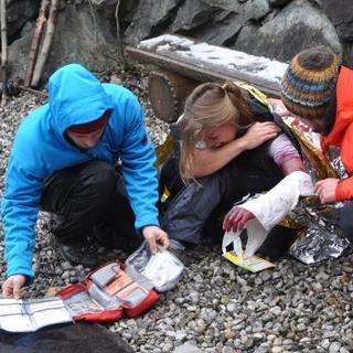 Versorgung einer Verletzten im Gelände. Foto: Lena Behrendes