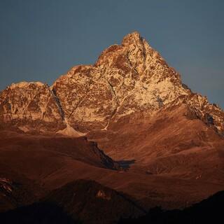 Der markante Gipfelaufbau des Monte Viso, Foto: Stefan Neuhauser