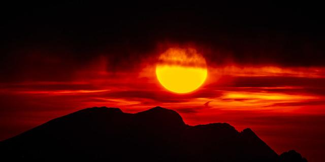 Sonnenuntergang über dem Gamsjoch vom Kellerjoch aus. Foto: Heinz Zak