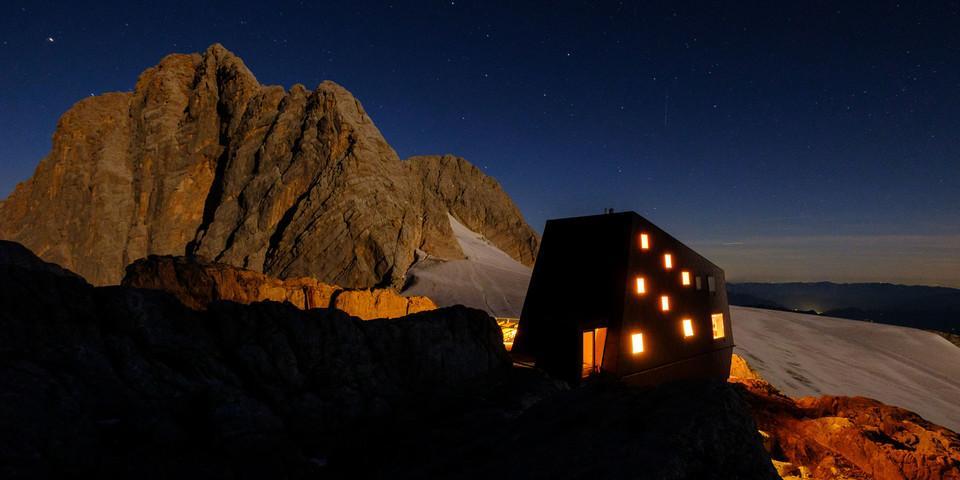 Nur nicht abheben: Die Seethalerhütte wurde erst kürzlich saniert. Foto: Iris Kürschner