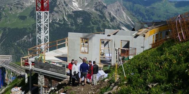 Baustellenbesprechung (Foto: DAV-Sektion Allgäu-Immenstadt)