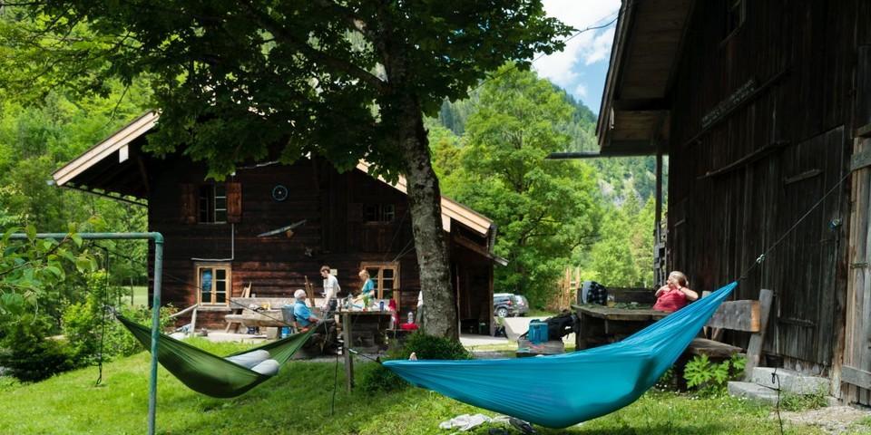 Aktion Schutzwald - Eine wohlverdiente Pause in der Hängematte im Grünen, Foto: DAV/Arvid Uhlig