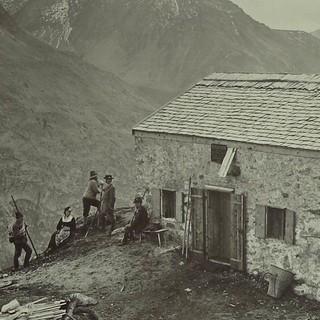 Olperer Hütte im Zillertal, um 1885. Foto: Bernhard Johannes. Archiv des DAV, München
