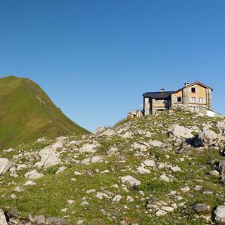Die Schweizer Carschinahütte (2236 M) nördlich von St. Antönien. Foto: Ute Watzl