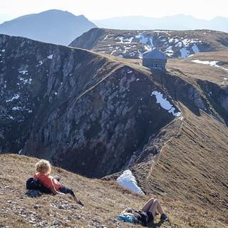 Immobilie mit unverbaubarem Panorama: die Reichensteinhütte, in Spaziergangsentfernung unter dem Gipfel des Reichenstein. Foto: Axel Klemmer