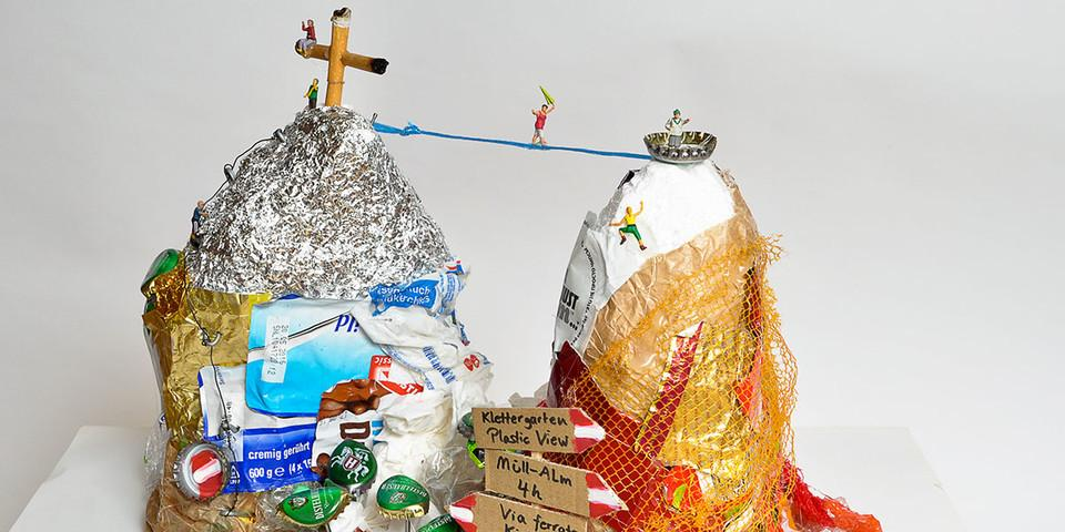 Unser Platz 2: Müllskulptur Berg von Sven M.
