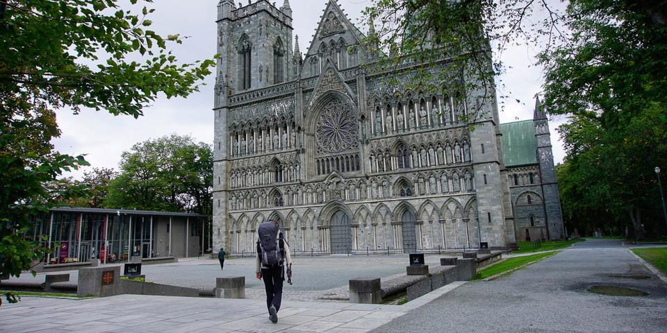 Am Ziel: der Nidarosdom in Trondheim – dort liegt der Heilige Olav begraben. Foto: Joachim Chwaszcza