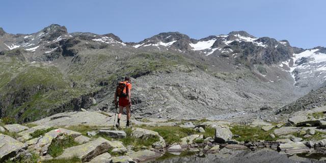 Aufstieg zum Lenkstein - Drohgebärde: So schön die Gegend ist: Der Aufstieg vom Ursprungtal zum Lenkstein kann sich ganz schön ziehen.
