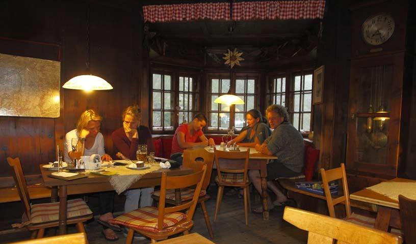Stube der Potsdamer Hütte - Foto: Mark Zahel