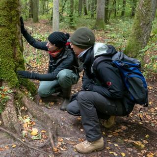 Die Forstwissenschaftlerin Ewa Zin erklärt leicht verständlich hochkomplexe Zusammenhänge des Waldes. Foto: Nadine Ormo