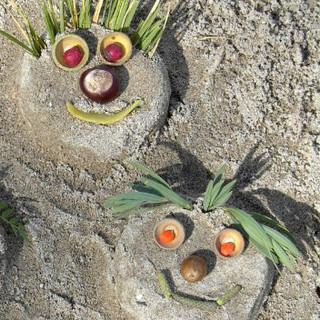 lachende Sandgesichter, Monika Glasl