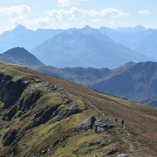 Der Kamm vom Gamshag zum Teufelssprung ist eine fantastische Aussichtspromenade. Foto: Andi Dick