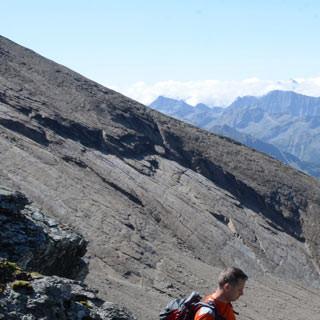 Abstieg von der Schmiedingerscharte - Steile Bratschenhänge fallen vom Schmiedinger ab in sein Kar unter dem Kleetörl.