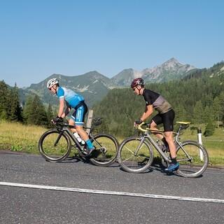 Josef Pelzer (DAV Berchtesgaden) und Finn Hösch (DAV Bergland München) beim Radtraining - Foto: Nils Lang